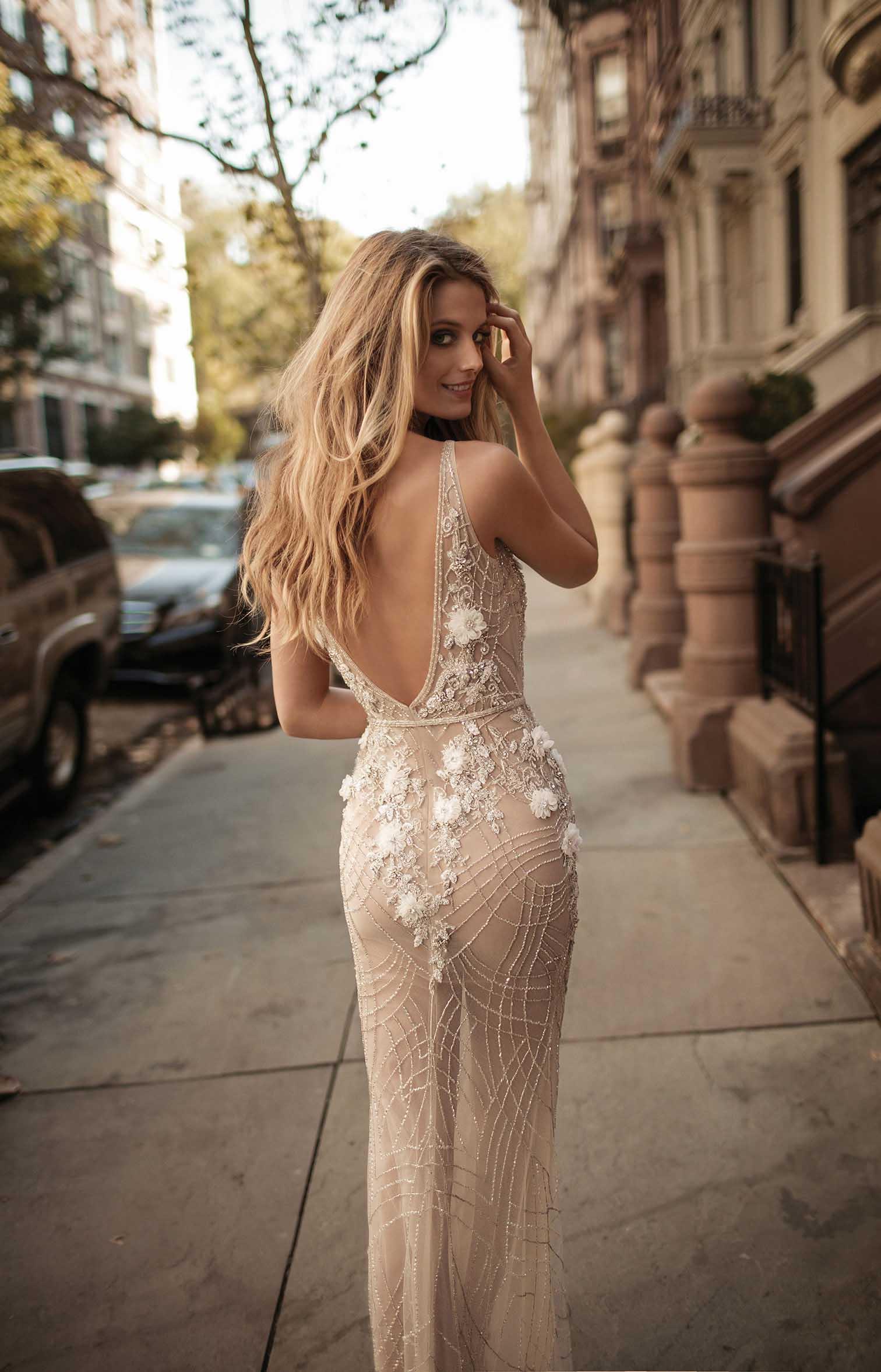 Трахает самое сексуальное свадебное платье фото кастинг француженки волосатой